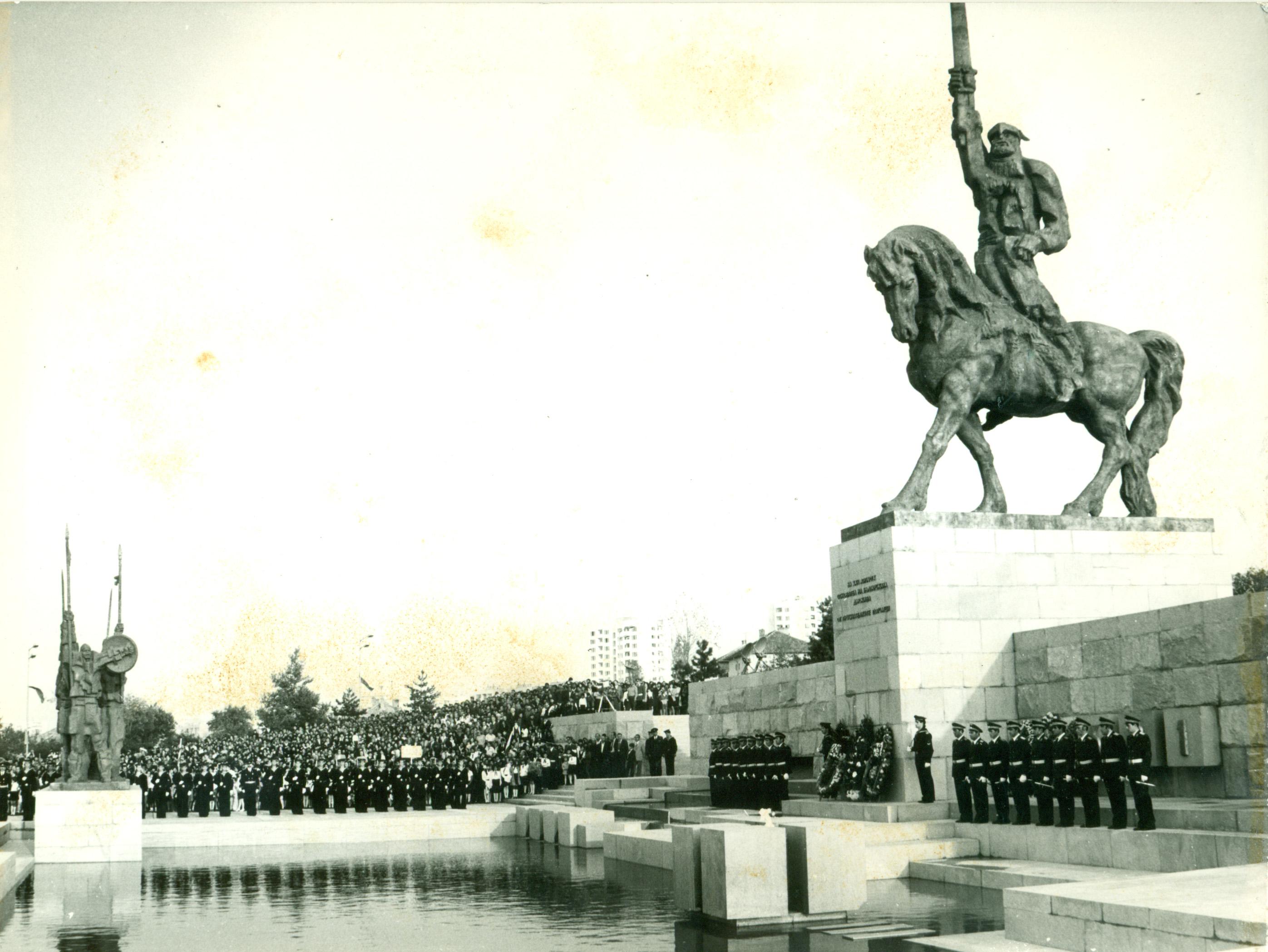 Паметник на хан Аспарух в Добрич (1).jpg